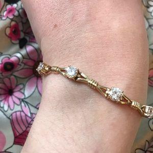 Vintage white and Goldtone bracelet